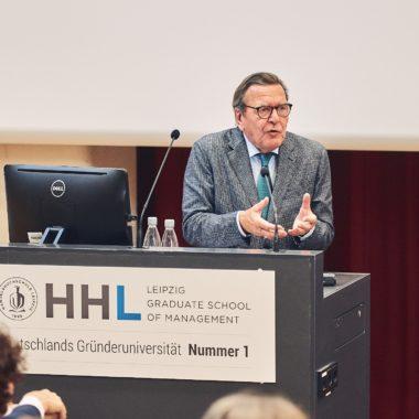 Gerhard Schröder beschreibt vier Ebenen der Führung für Deutschland und Frankreich in Europa.