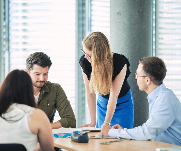 Part-time Master in Mangement Studenten bei Gruppenarbeit